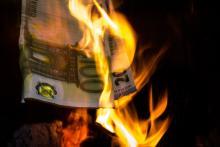 Verbranntes Geld, Fotograf: Walter Panne, Fotoverein Halver