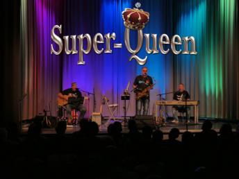 Super-Queen LIVE
