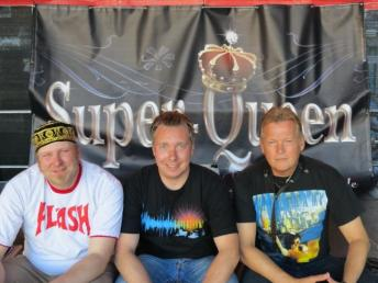 Super-Queen mit Logo