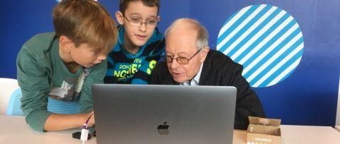 Bei uns in der HABA Digitalwerkstatt arbeiten alle Generationen gemeinsam an spannenden Projekten.